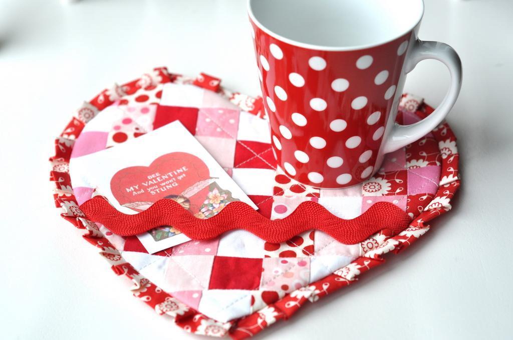 full_3070_64725_ValentineMugRug_1