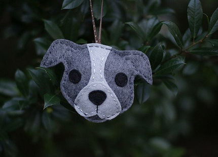 This free sewing pattern is for a pit bull christmas ornament. Such a cutie!