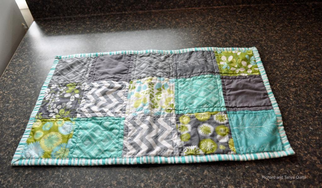 Free Quilt Pattern: Easy and Simple Holiday Table Runner