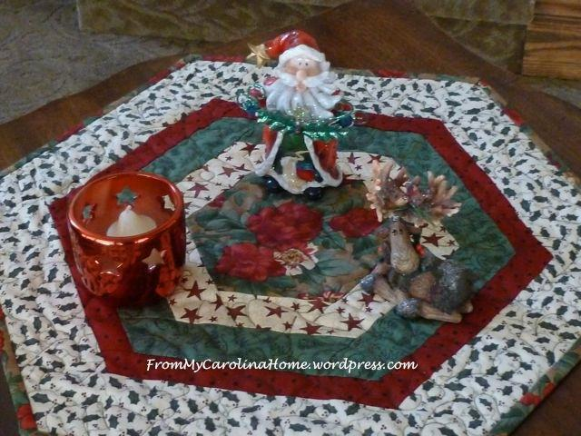 free quilt pattern christmas hexagonal table topper