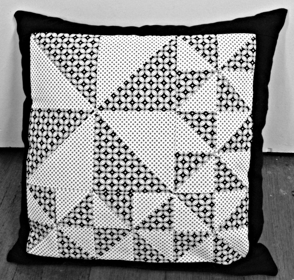 Free Quilt Pattern: Pinwheel Cushion