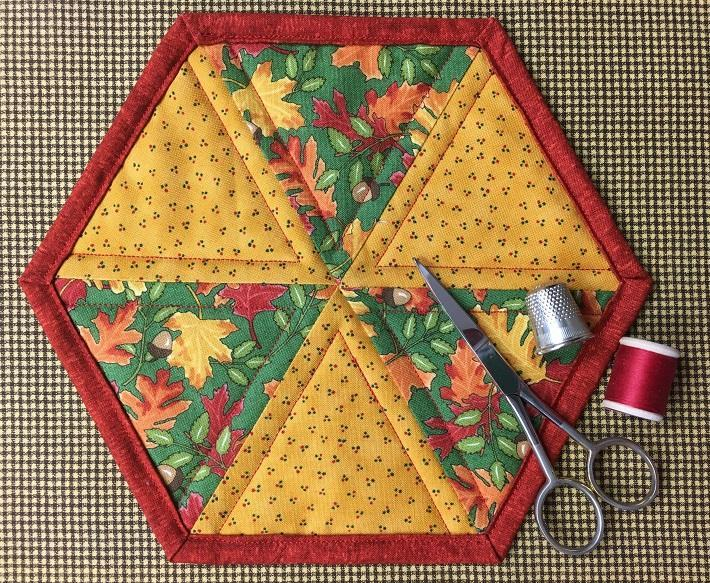 Free Quilt Pattern For Hexagon : Free Quilt Pattern: Easy Hexagon Mug Rug