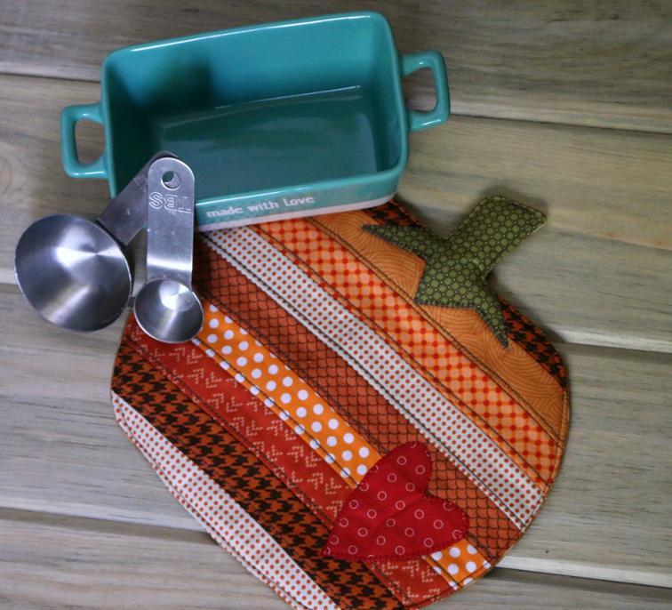 Free Quilt Pattern: Pumpkin Potholder | I Sew Free