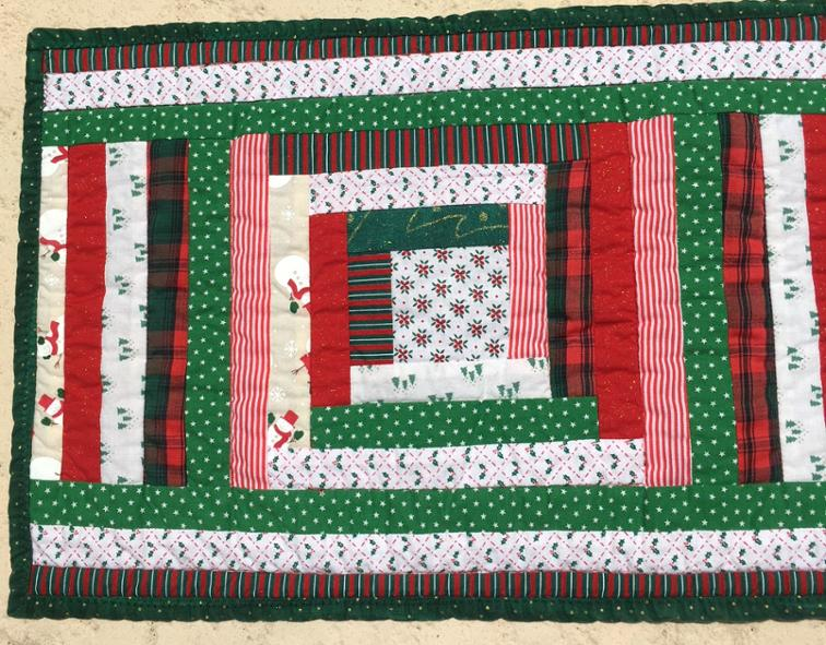 Log Cabin Christmas Quilt.Free Quilt Pattern Scrappy Log Cabin Christmas Placemat I